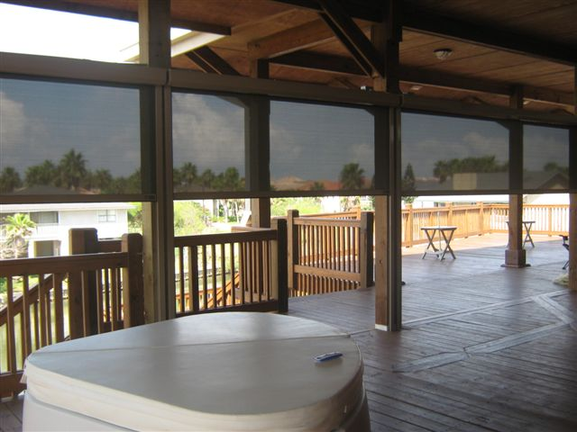 RETRACTABLE SOLAR ROLL SCREENS PROVIDE THE BEST OUTDOOR LIVING SPACES